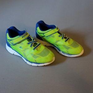 🍎 Lightweight Sneakers